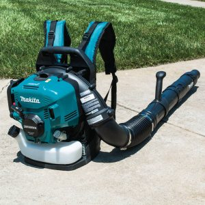 The Makita EB5300WH in use