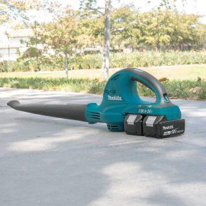 The Makita XBU01PT in use