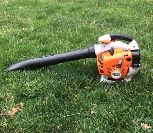 The Stihl BG 86 in use