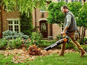 The Worx TriVac WG512 in use
